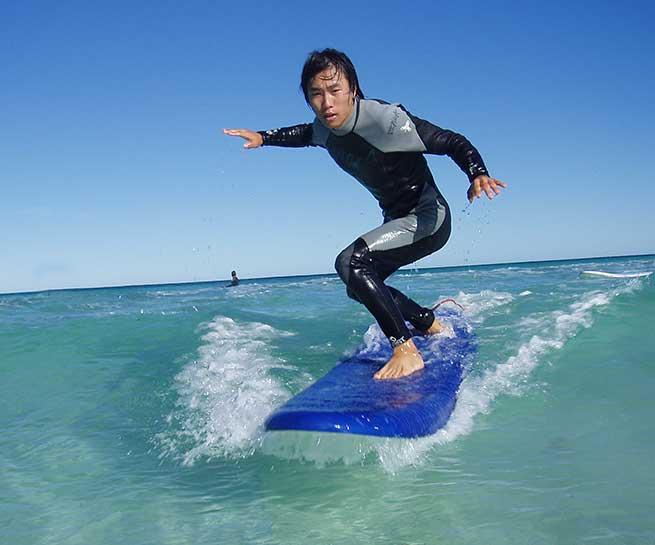 Surfing lessons Leighton Beach Tomo surfing